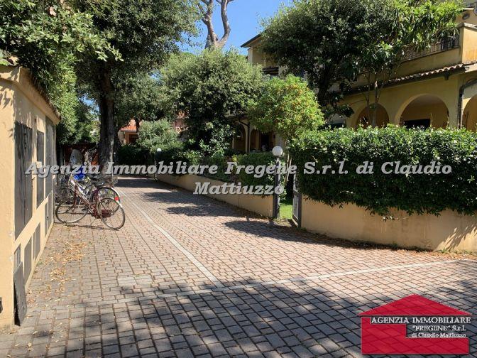 Fregene Villino Angolare Ottimo Stato