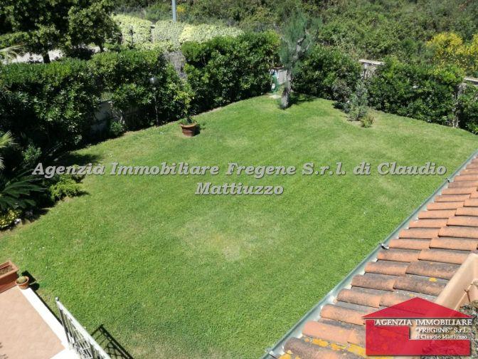 Villa quadrifamiliare con giardino