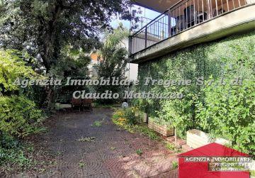 Appartamento di ampia metratura con giardino